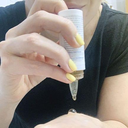 Aplica sérum reductor de poros